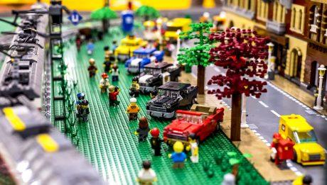 Több százezernyi Lego kocka várja gyermekét!